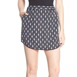 Like New Trouve Graphic Print Pull-On Mini Skirt
